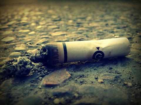 Foto di Alexis: http://pixabay.com/it/mozzicone-di-sigaretta-sigarette-63338/